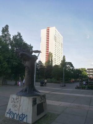 Abendstimmung am Anton Saefkow-Platz.