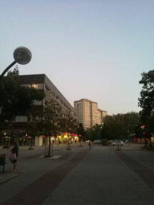 Abenddämmerung am Anton-Saefkow-Platz in LIchtenberg/Fennpfuhl.